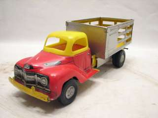 VINTAGE TIN LITHO FRICTION TOY TRUCK WALT PEACH COURTLAND USA FARM HAY