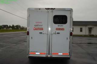 ES307 THREE HORSE TRAILER W/ LIVING QUARTERS in Trailers   Motors